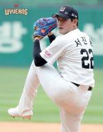 SK 와이번스 서진용 팬밴드, 홀트아동복지회 인천지부에 후원금 전달